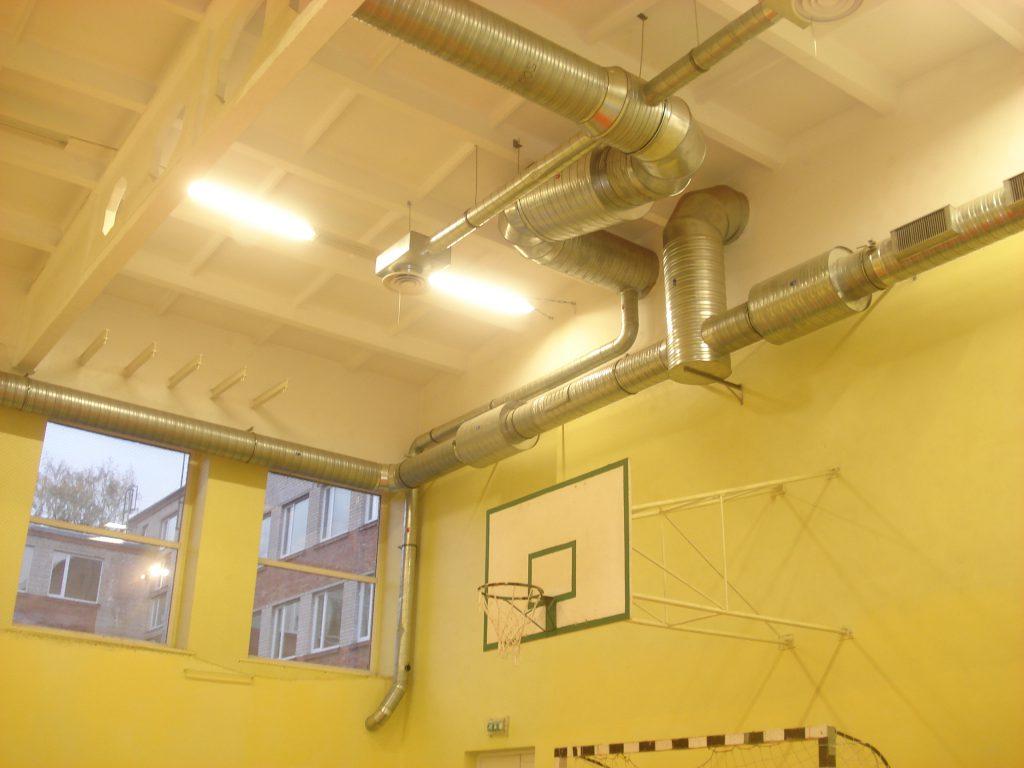 Просто естественной вентиляции в спортзале будет недостаточно